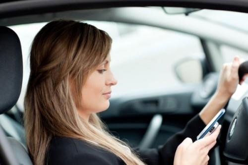 femme-sms-voiture