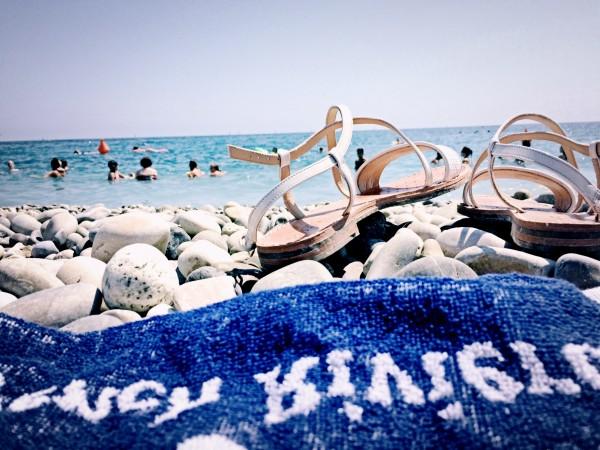 serviette-bleue-plage-mer-1